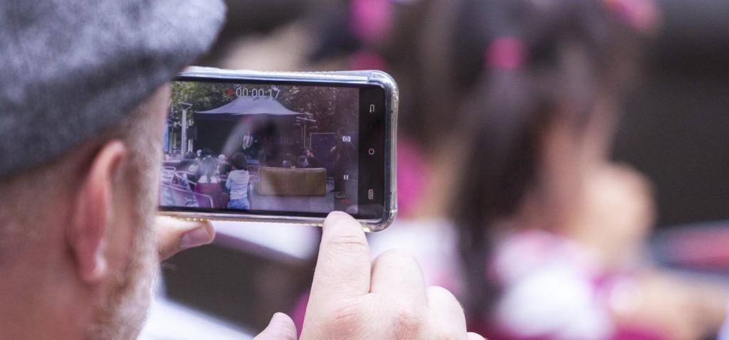 Nahaufnahme, Handy aufnähme - Pflasterstrand Bühne - Aufnahme Zeit 17 sek